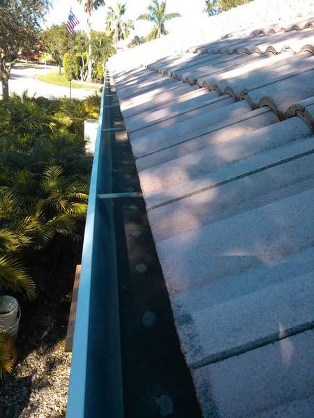 Gutter Cleaning in Coral Springs, FL (1)